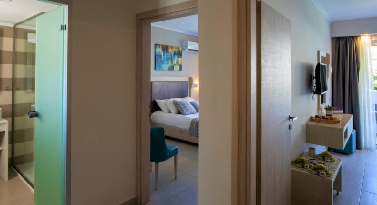 Продать двухкомнатную квартиру: способы и последовательность