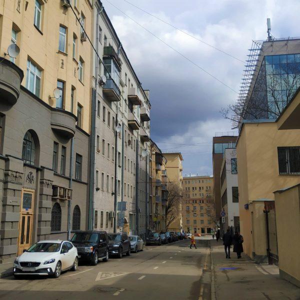 Как купить жилье в Москве и с чьей помощью это сделать